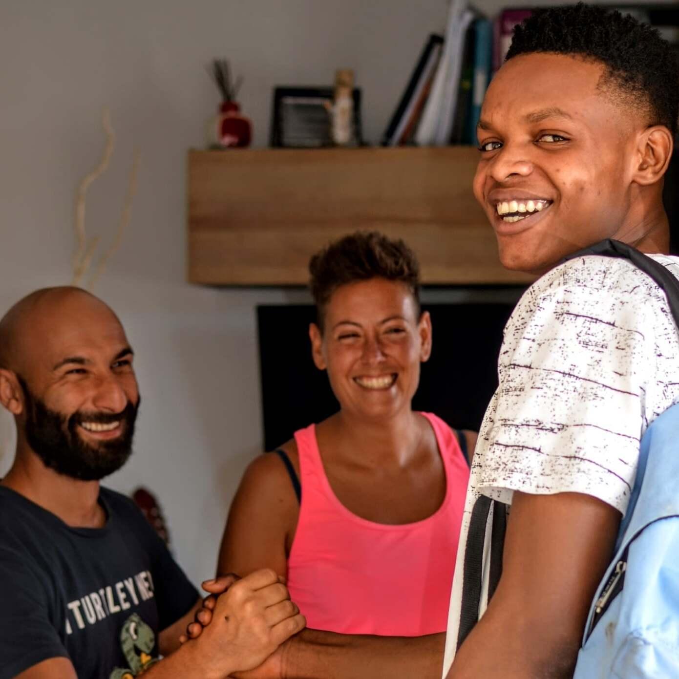 Accoglienza in famiglia: la storia di Alessia, Lorenzo e Blessing